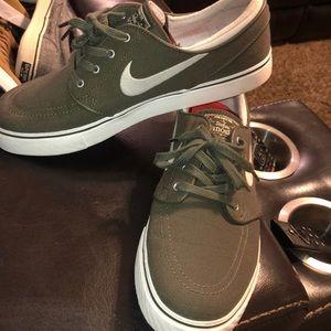Stefan janoski army green skate shoes